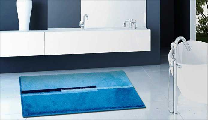 Moderan tepih plavih boja za kupaonice