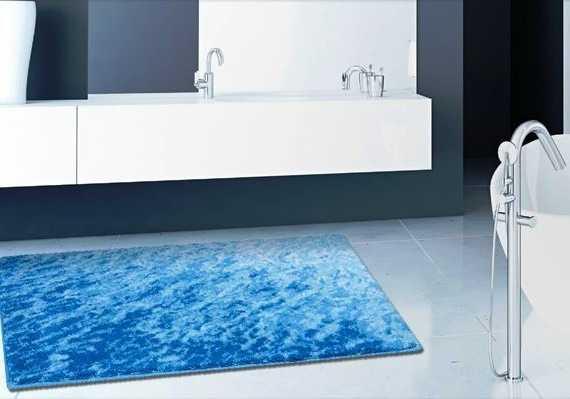 Plavi moderan tepih za kupaonice